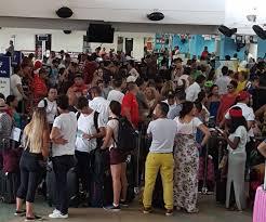Muchos pasajeros y temor en San Andrés por paso de tormenta tropical