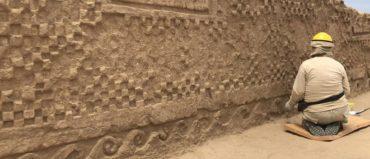 Hallan mural decorado y 19 esculturas de 800 años en Perú
